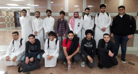 مركز الحوسبة عالية الأداء يستقبل طلاب كلية الهندسة للاطلاع على سوبر كمبيوتر (عزيز)